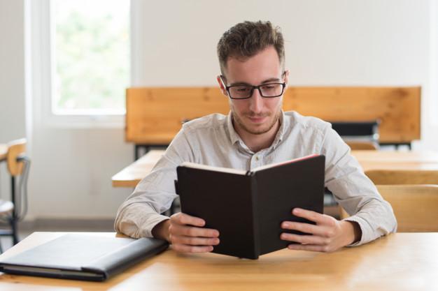 Почему студенты должны больше читать в классе? Причины
