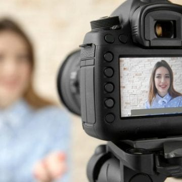 Teens-vloggers. Use video blogging in your classroom