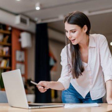 Онлайн или очно: как преподавателю лучше пройти сертификацию TESOL/TEFL?