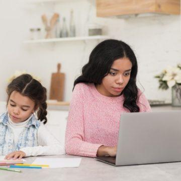 Плохое поведение родителей на онлайн уроках их детей
