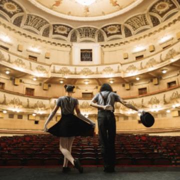The show must go on: discussing theatres in English lesson