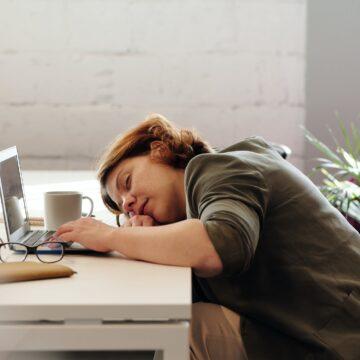 6 вредных привычек, отнимающих энергию, и способы их преодоления