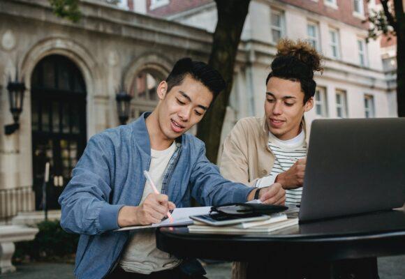 FCE: Где искать примеры эссе, читать разборы эссе экзаменаторами и как использовать шкалы оценивания?