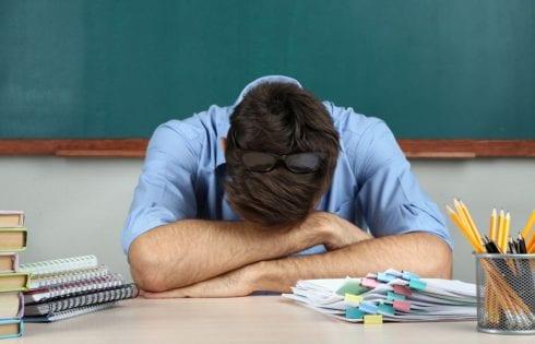 Уставший преподаватель