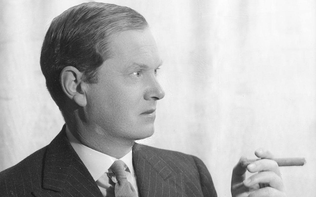 evelyn waugh Arthur evelyn st john waugh, born october 28, 1903, was the second son of arthur, a managing director of chapman & hall, publishers, and catherine raban waugh.